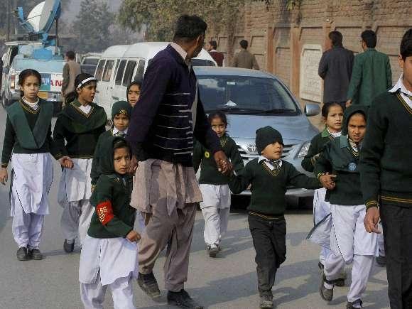 Taliban gunmen, Students, Peshawar, Shootout