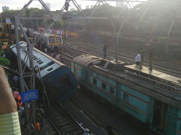Train derailment, Western line, Mumbai local, Coach