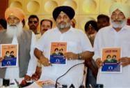 Sukhbir Singh Badal releasing SAD's manifesto