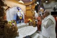 L.K.Advani prays inside Swaminaraya temple