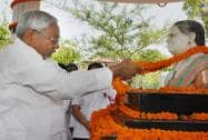 Nitish pays tribute to his late wife on her death anniversary in Patna