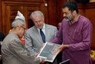 Pranab Mukherjee receiving  'QS Asia Pacific University Rankings 2014'  from TV Mohandas Pai