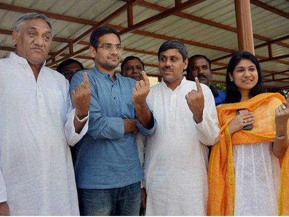 #Kaif #Congress #RahulGandhi #Amethi #UP #Uttarakhand #VijayBahuguna #AnuragThakur #BJP #Leh