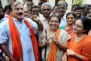 Ananth Kumar votes along with his family