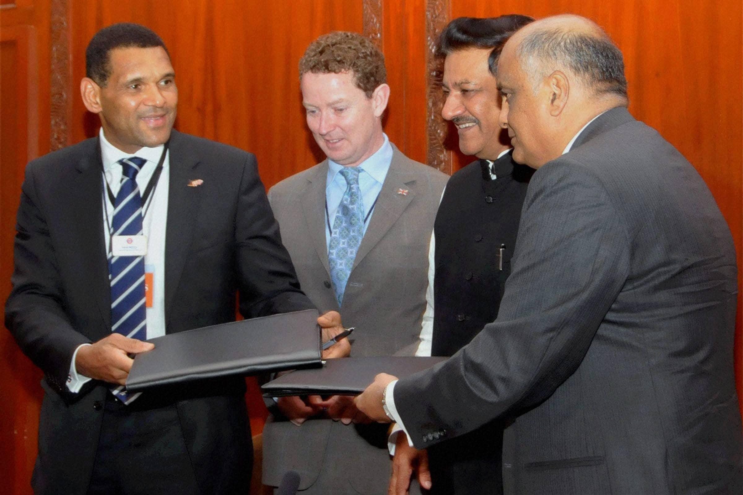 Maharashtra, Chief Minister, Prithviraj Chavan, MMRDA, UK, MoU, Metro,