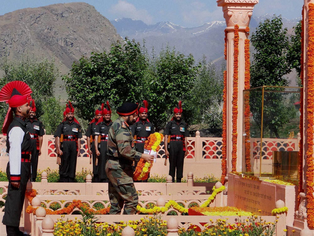 Army Chief General, Bikram Singh, paying, homage, Kargil war, martyrs,memorial, function, commemorate, 15th Anniversary, war, Drass