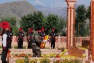 Army Chief General Bikram Singh paying homage to Kargil war martyrs at their memorial