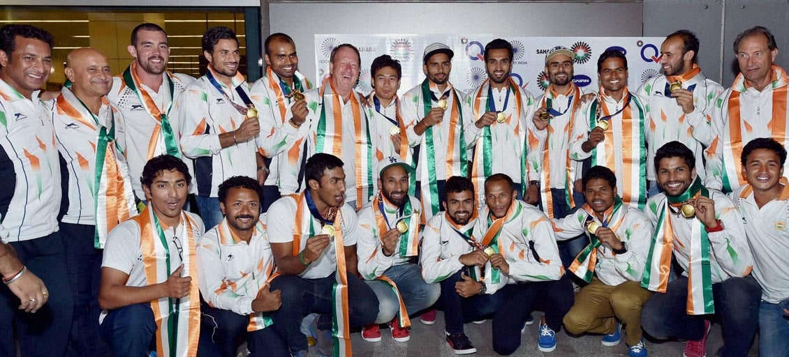 Players, Asian Games, gold medal, winner, Indian Hockey team, poose, medals, upon, arrival, IGI airport, New Delhi
