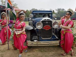 Folk artists poses in front of Vintage Car during the  21 Gun Salute Vintage Car Rally  Show 2017 at India Gate