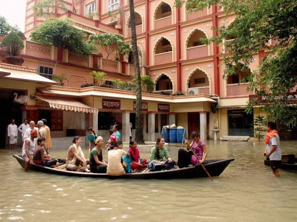 Heavy rains, Heavy rainfall, Floods, West Bengal, Kolkata, India, Gujarat, Rajasthan, Died , ISKCON Temple
