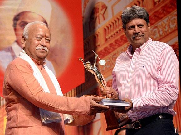 Mohan Bhagwat, Kapil Dev, Deenanath Mangeshkar Award