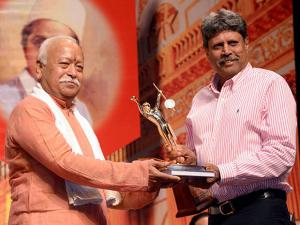 RSS Chief Mohan Bhagwat present award to former Indian cricketer Kapil Dev