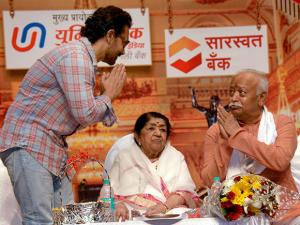 RSS Chief Mohan Bhagwat with  Lata Mangeshkar and Actor Aamir Khan during the Dinanath Mangeshkar 75th death anniversary