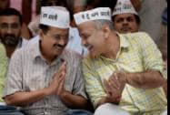 AAP convener Arvind Kejriwal with party leader Manish Sisodia at e- rickshaw drivers rally