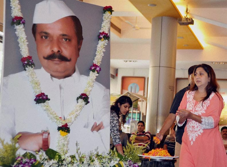 Bollywood, Actress, Nivedita Joshi, pays, respects, late actor Sadashiv Amarapurkar, Mumbai