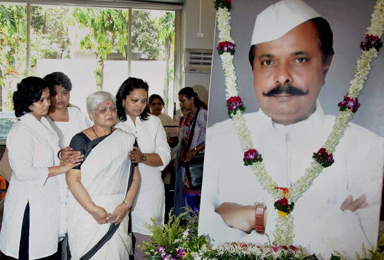 Wife, Sunanda, Amrapurkar, three daughters, Sadashiv Amarapurkar, passed, away