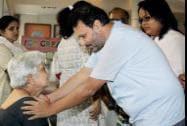 Director Anil Sharma consoles Sunanda Amrapurkar