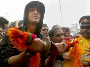 Ranbir Kapoor takes part in Ganapati immersion procession at RK Studio in Chembur