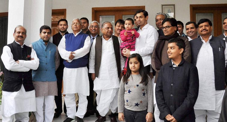 Mulayam Singh Yadav, samajwadi party chief, Lalu Prasad Yadav, Rashtriya Janata Dal chief, wedding ceremony,  Raj Lakshmi, daughter of Lalu prasad yadav, Tej Pratap, grandson of Mulayam Singh Yadav