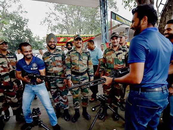 Ajinkya Rahane,  Anurag Thakur, Rohit Sharma, Kedar Jadhav, Indian Army, 124 Sikh Battalion
