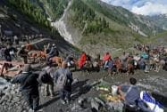 Piligrims move towards holy cave shrine of Amarnath