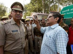 Suspended IPS officer Amitabh Thakur at dharna in front_of Uttar Pradesh CM's official residence in Lucknow