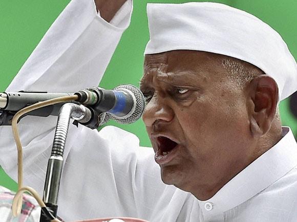 Anna Hazare, Delhi CM,  Arvind Kejriwal, Land Acquisition Ordinance, Land Acquisition, Medha Patkar, Anna Hazare Protest