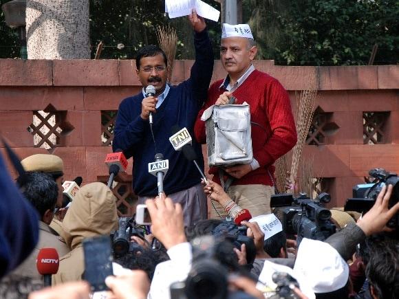 AAP, Sushil Kumar Shinde, Arvind Kejriwal, Raisina Road, Rail Bhavan