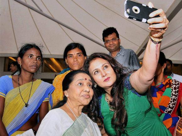 Poonam Dhillon, Padmini Kolhapure, Vidharbha, NGO, Maddad, Mumbai