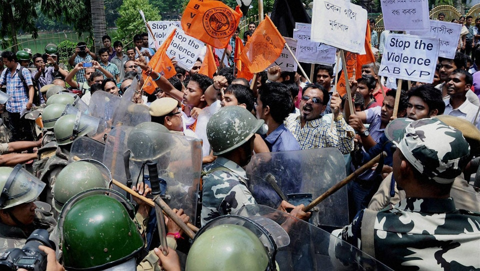 Security, personnel, try, stop, activists, Akhil Bharatiya Vidyarthi Parishad, (ABVP), 12 hour, Assam, bandh, Guwahati, bandh, protest, against, police, action, allegedly, led, killing, three, people, Golaghat, town, border, Nagaland