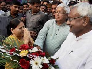 Bihar Chief minister Nitish Kumar, RJD chief Lalu Prasad (C) and Rabri Devi