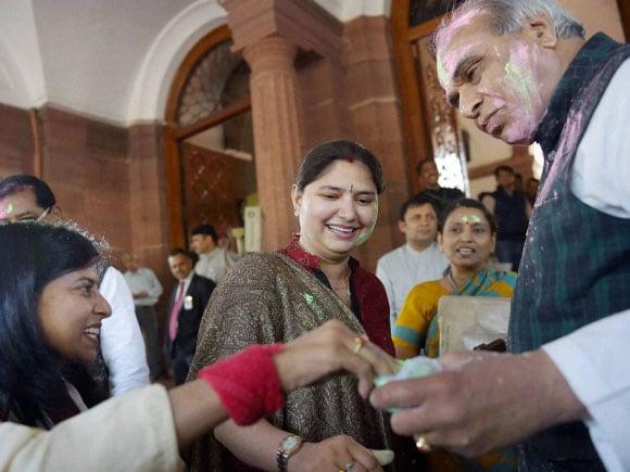 Jagadambika Pal, Priyanka Rawat, Rani Bala, BJP,  MP, Holi, Holi Festival,  Holi Images, Holi Pictures