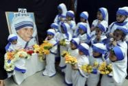 Children dressed as Mother Teresa offer prayers on the occaision of her birth anniversary