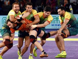 Players of U Mumba and Patna Pirates in_action during the Pro Kabaddi finals