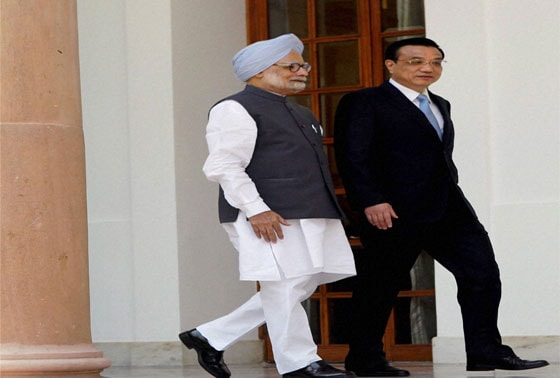 Prime Minister Manmohan Singh and Chinese Premier Li Keqiang arrive for a meeting at Hyderabad house in New Delhi