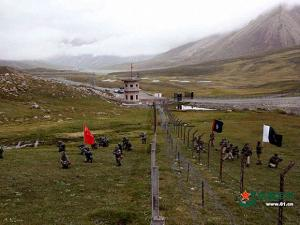 Xinjiang Chinese and Pakistan troops jointly patrolling the border