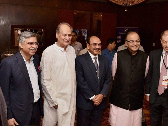 Finance Minister of India, Arun Jaitley, CII President,  Ajay Shriram, Director General, Chandrajit Banerjee, Naushad Forbes, vice-president, CII, Rahul Bajaj, Sunil Kant Munjal