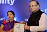 Arun Jaitley presenting  CII Woman Exemplar Award to Pravasini Bangari