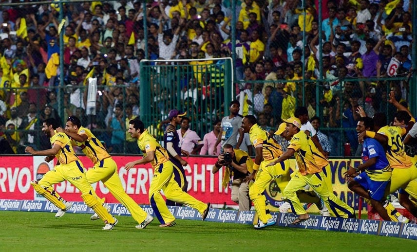 Chennai Super Kings, players, runs, ground, M S Dhoni,hit winning six, CLT20, final match, against, Kolkata Knight Riders, Chinnaswamy Stadium, Bengaluru