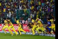 Chennai Super Kings players runs to ground after M S Dhoni,hit a winning six