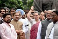 Sonia Gandhi, Manmohan Singh with Sharad Yadav