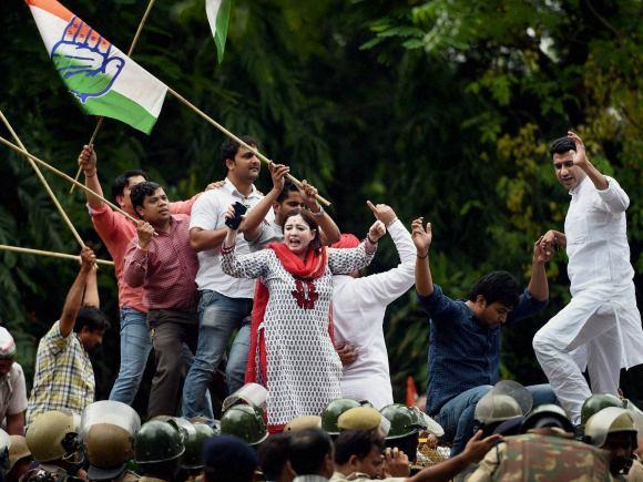 Narendra Modi, Congress, Smriti Irani, Jantar Mantar, Ajay Maken, Sonia Gandhi, Rahul Gandhi, New Delhi, Degrees, Prime Minister of India, HRD Minister of India