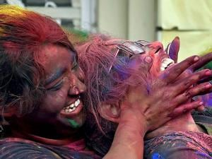 Students celebrate Holi at the University