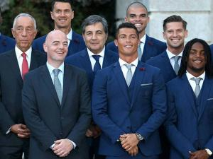 The Portugal team was invited by the president for dinner at the palace before departing for France for the Euro 2016 Soccer Championship
