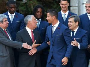The Portugal team was invited by the president for dinner at the palace before departing for France to compete in the Euro 2016 Soccer Championship