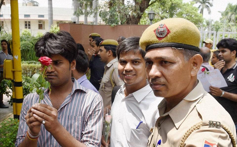 Police, detain, IAS, aspirants, protest, against, introduction, CSAT, Civil Services Exams, outside, UPSC