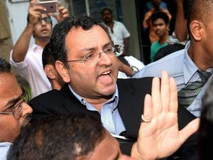 Cyrus Mistry leaves from Bombay House in Mumbai