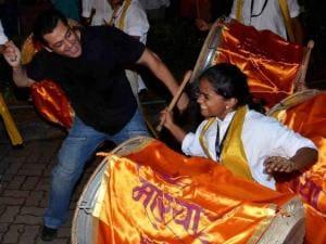 Salman Khan dances