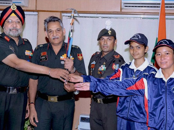 NCC Girls Mountaineering expedition team, Lt Gen Anil Chait