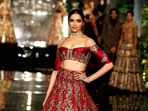India Couture Week 2016, Deepika Padukone, Manish Malhotra, walks on the ramp, Ranveer Singh